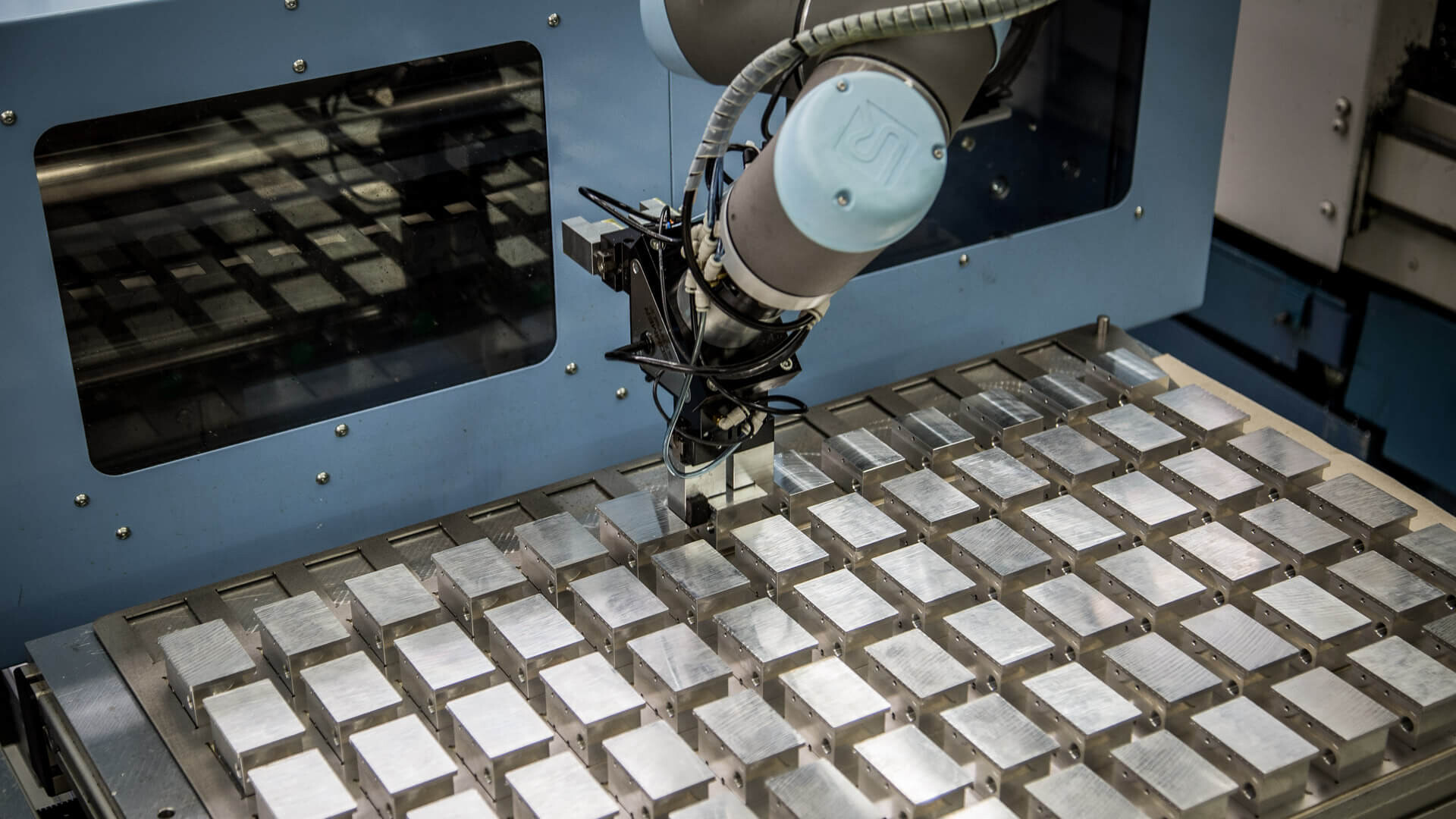 FME Feinmechanik AG | Une automatisation efficace avec un robot collaboratif 2