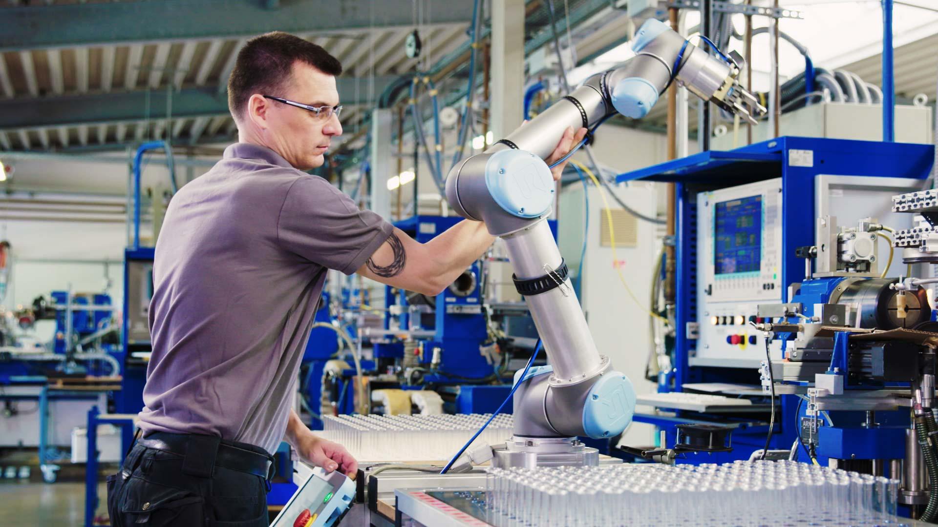 UR Roboter bei Hofmann Glasröhren