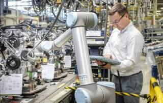 UR Roboter wird in der Produktion eingesetzt